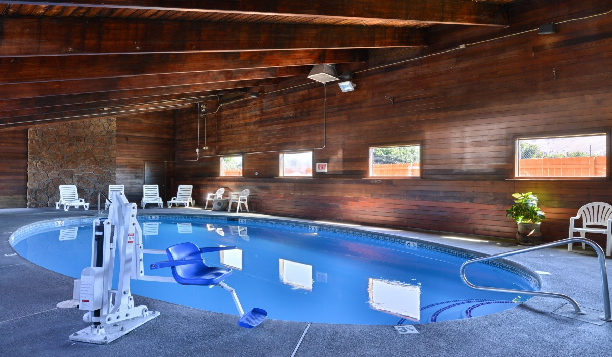 Hotel photos of the quality inn klamath falls for Klamath falls hotels with swimming pool
