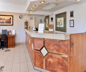 Quality Inn Klamath Falls - Front Desk at Quality Inn is open 24 hours a day