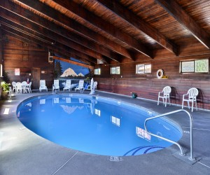 Quality Inn Klamath Falls - Enjoy a relaxing afternoon by the pool