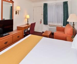 All rooms feature flatscreen TVs