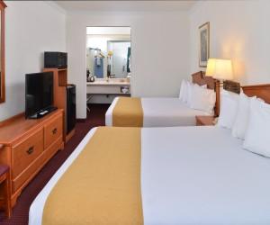 2 Queen Bedroom Family Room at Quality Inn Klamath Falls